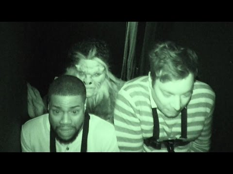 Jimmy Fallon & Kevin Hart FREAK Out At Haunted House (видео)