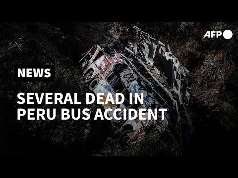 بيرو:  32 قتيلا إثر سقوط حافلة في واد