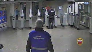 Оренбуржец в Москве угрожал пистолетом полицейским в метро