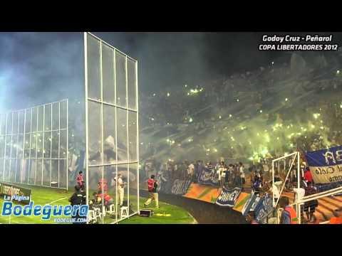 """""""Recibimiento contra Peñarol - Copa Libertadores 2012"""" Barra: La Banda del Expreso • Club: Godoy Cruz"""