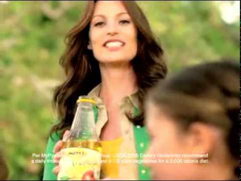 Mott's Commercial for Mott's Medleys (2011) (Television Commercial)