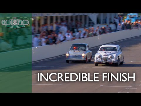 Incredible touring car battle leads to last lap drama