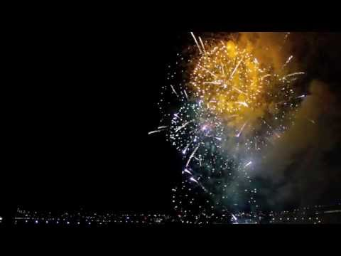 Melbourne's Fireworks Are Even More Hypnotic In Reverse