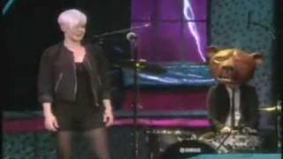 """Robyn sings """"Cobrastyle"""" on The View"""