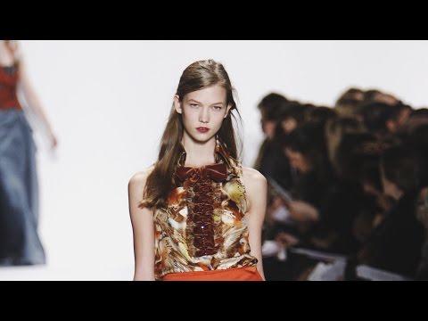0:21 / 4:33 Karlie Kloss---Carolina Herrera Fashion Shows 2008-2016