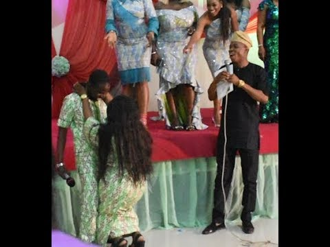 See How Mide Martins Cat walks,Kiss &Go down low for her husband on stage As Odunlade &Others Scream
