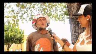 EN LA TUMBA DE HECTOR LAVOE EN PONCE PUERTO RICO