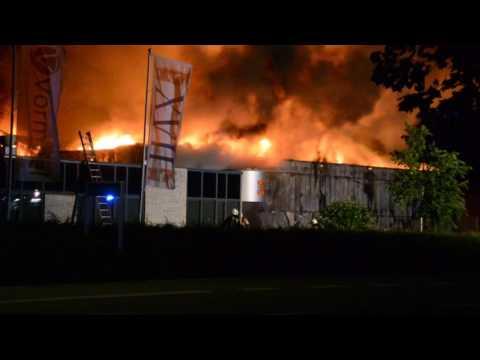 Eigenaar Goof Visser van loods Fazantendreef is vol lof over het werk van de brandweer
