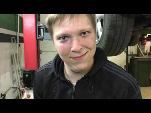 Ниссан ноут. Замена правой опоры двигателя своими руками.