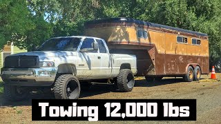 CAN MY CUMMINS TAKE THE ABUSE FROM HAULIN THIS GOOSENECK HORSE TRAILER? (5.5 INCH LIFT, 22x14, 35s)