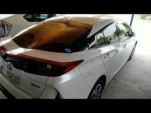 Toyota Prius PHV (Plug In Hybrid) 2017 for Sale in Bahawalpur