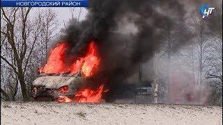 На автодороге Новгород - Шимск загорелась Газель