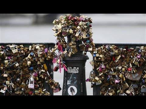 Love Locks Removed From Bridge in Paris
