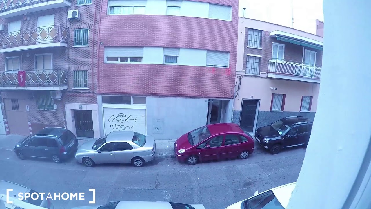 Rooms for rent in a renovated 3-bedroom apartment in Puerta del Ángel