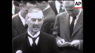 Chamberlain Returns From Germany   (1st Visit)