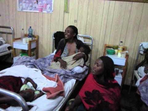 Mitjanit a l'hospital: Lluna plena d'alegria / Medianoche en el hospital: Luna llena de alegría africa etiopia gambo