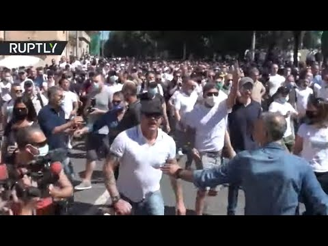 Right-wing protesters clash with police in Rome