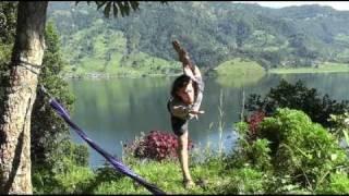 preview picture of video 'Slackline Yoga'