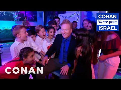 Conan v Izraeli #4: Rabín a bar micva - CONAN