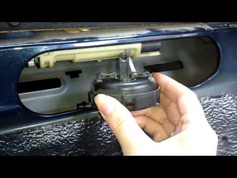 Как открыть багажник на Мерседес 202 кузов, если накрылось пневмо открытие.