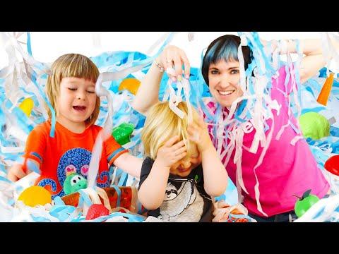 Бьянка, Карл и Маша Капуки готовят суп и играют в бумажное шоу - Игры с детьми. Привет, Бьянка!