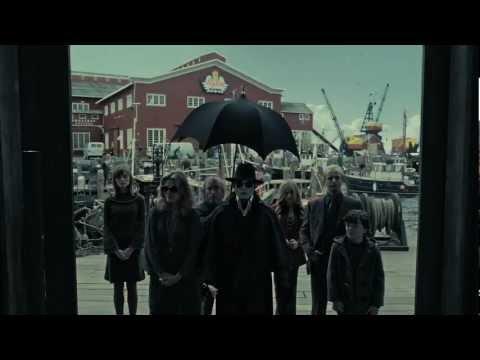 Dark Shadows Featurette 'Strange Family'