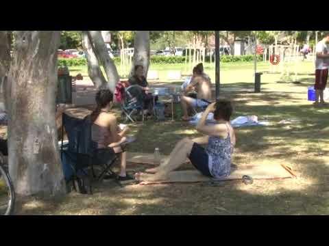 Sahil piknik alanına döndü!