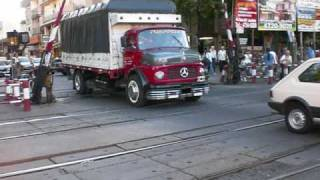 preview picture of video 'Buenos Aires - Old Truck Crossing Railway'