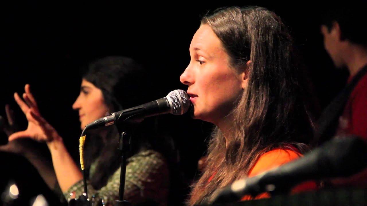 Mariana Iranzi - Música para chicos con una pizca de Inglés - Bilingual Music for Kids