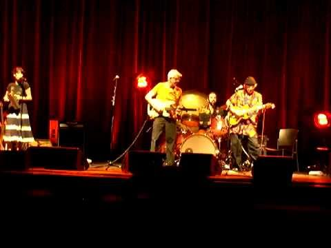 Ry Cooder & Nick Lowe, Chinito Chinito