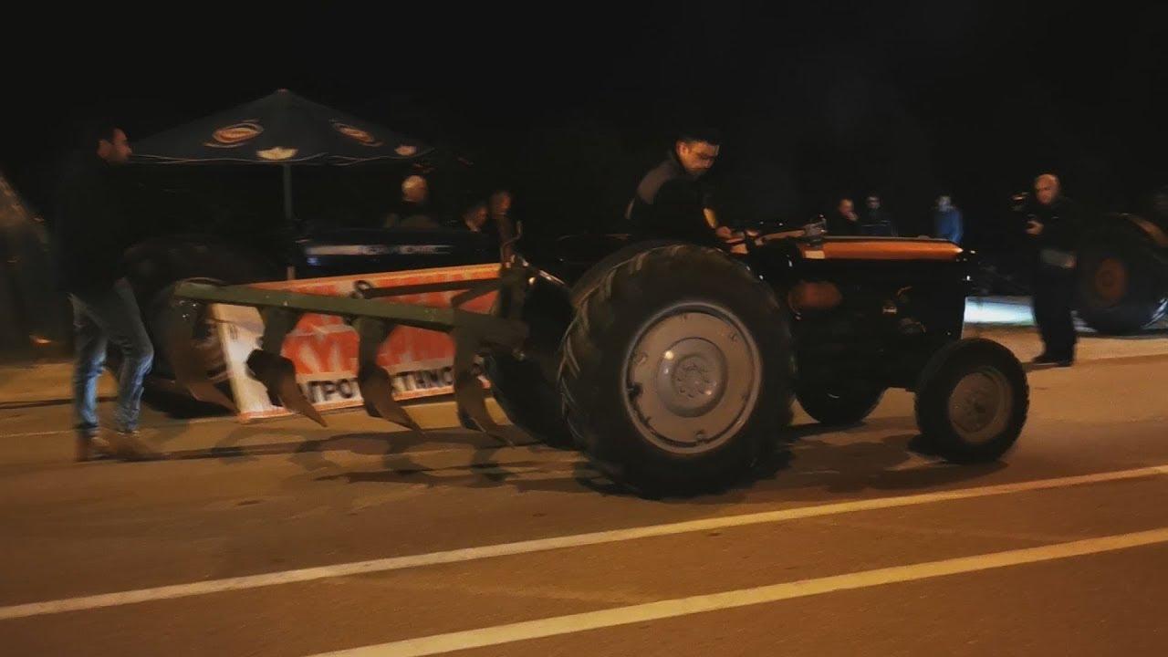 Έκλεισαν συμβολικά την εθνική οδό με τα τρακτέρ τους οι αγρότες στην Αργολίδα