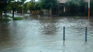 preview picture of video 'inundacion san nicolas de los arroyos- Av. falcon  y brown'