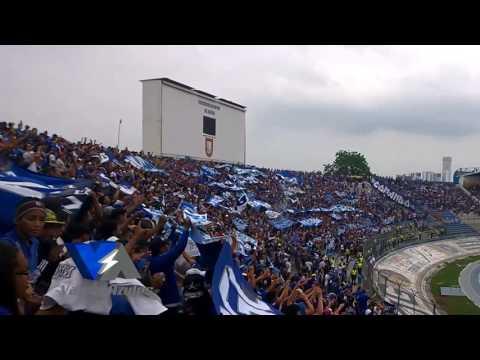 """Sale Emelec... La Boca del Pozo en el partido frente a la católica"" Barra: Boca del Pozo • Club: Emelec"