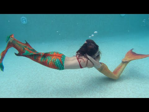 Carla Underwater - swimming as a Mermaid with Lola