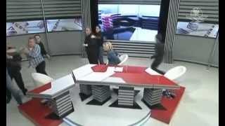 Políticos se enfrentan a golpes durante debate televisivo
