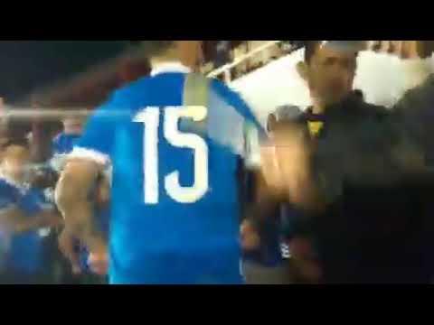 """NO ME INTERESA EN QUE CANCHA JUGUES (COMANDOS AZULES DC)"" Barra: Comandos Azules • Club: Millonarios • País: Colombia"