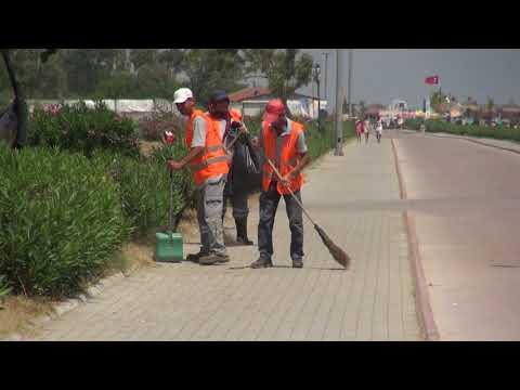 Lara Halk Plajı'nda  temizlik seferberliği