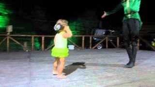 Супер!!! Маленькая девочка танцует лезгинку.