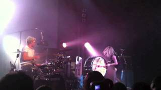 The Ting Tings - Shut Up and Let Me Go (Finale)