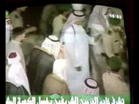 مقطع رهيب للملك عبدالله بكل تواضع