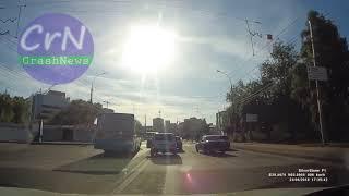 https://crashnews.org | 23 июня в Липецке в районе Петровского рынка водитель сбил женщину с детьми.