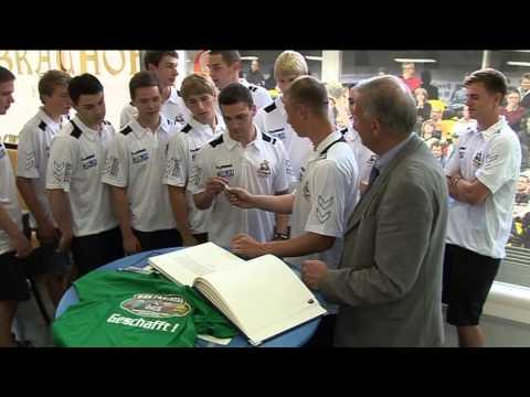Handball HSG A Jugend Dachse Freiberg tragen sich ins Silberne Buch ein 11 07 2013