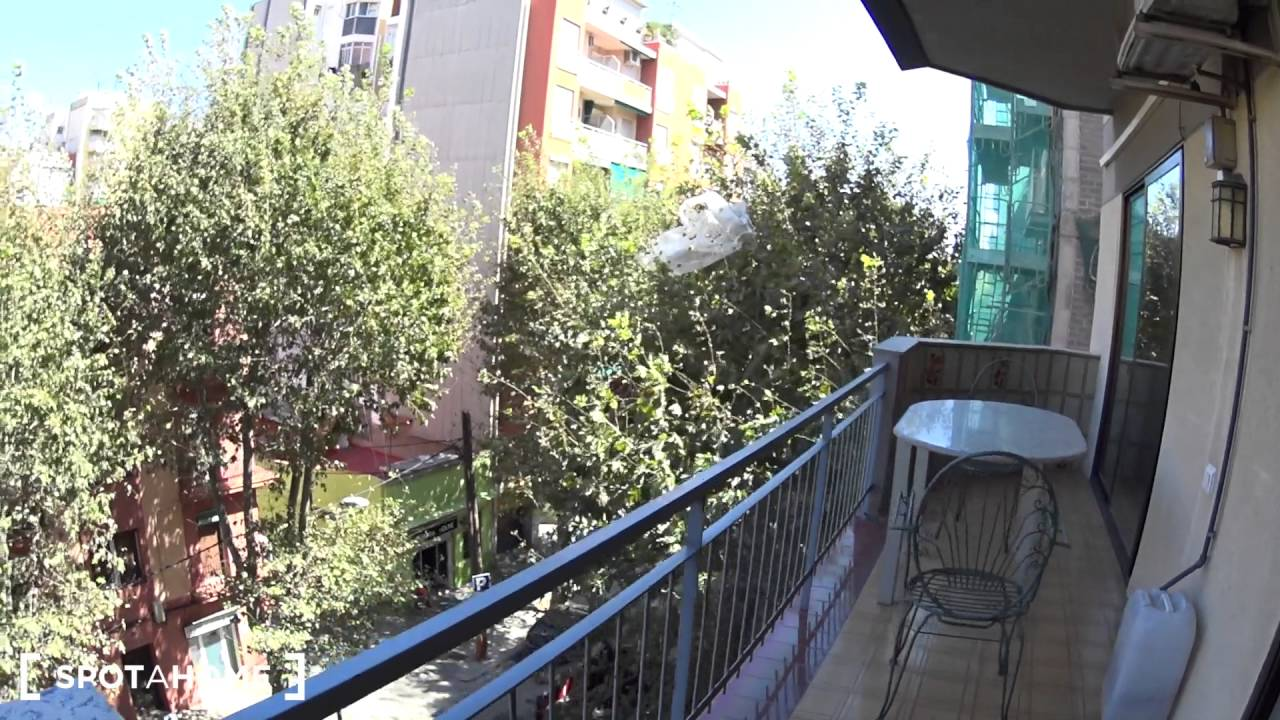 Fantastic 2-bedroom apartment with AC and balcony to rent in Poblenou, close to beach