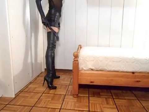 Thigh High Boots leather, gloves and riding crop - Stivali Alti Donna in pelle, guanti e frustino