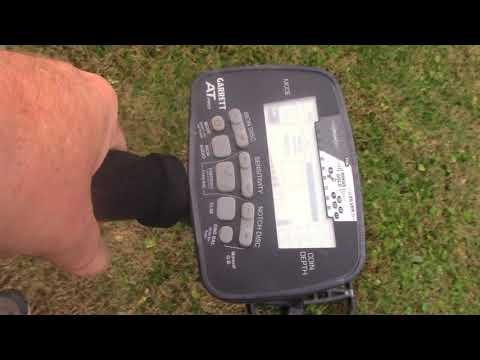 Garrett AT PRO vs TEKNETICS G2 + Camo Metal Detector Comparison