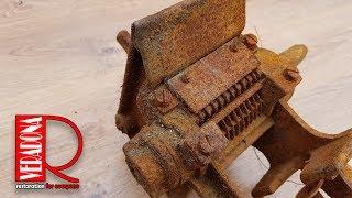 Rusty bone grinder  - Restoration