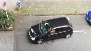 Frau am Steuer - Woman can't drive - Parking disaster in Dortmund | Kholo.pk