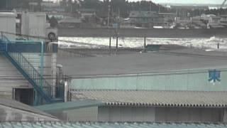 3.11青森県八戸市市川町川を逆流する津波