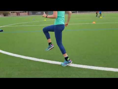 Lauf- und Sprungkoordination mit Markierungshütchen im Kreis
