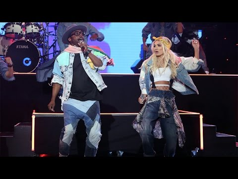 will.i.am Performs 'Boys and Girls' with Pia Mia